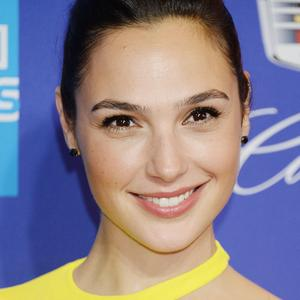 Photo catégorisée avec : Brunette, Celebrity - Star, Face, Gal Gadot, Safe for work, Smiling