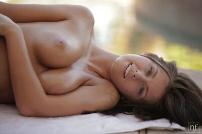 Photo catégorisée avec : Brunette, Boobs, Cute, Nubile Films, Smiling, Whitney Westgate