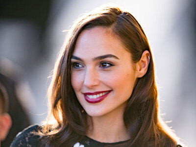 Photo catégorisée avec : Brunette, Celebrity - Star, Gal Gadot, Safe for work, Smiling