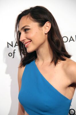 Photo catégorisée avec : Brunette, Celebrity - Star, Gal Gadot, Safe for work