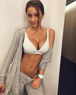 Photo catégorisée avec : Busty, Brunette, Boobs, Cute, Olga Katysheva, Tummy