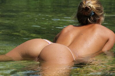 Photo catégorisée avec : Watch4Beauty, Skinny, Blonde, By the Water, Katya Clover - Mango A
